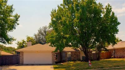 Euless Single Family Home For Sale: 2618 Bayberry Lane