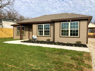 Tarrant County Single Family Home For Sale: 1536 Lark Court