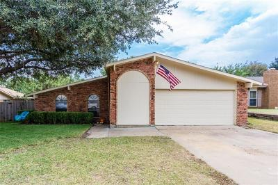 Bedford Single Family Home For Sale: 2312 Cottonwood Lane