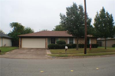 Hurst Single Family Home For Sale: 1920 Hurstview Drive