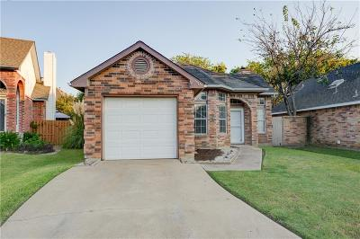 North Richland Hills Single Family Home For Sale: 6909 Driffield Circle