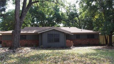 Hurst Single Family Home For Sale: 625 Woodside Drive