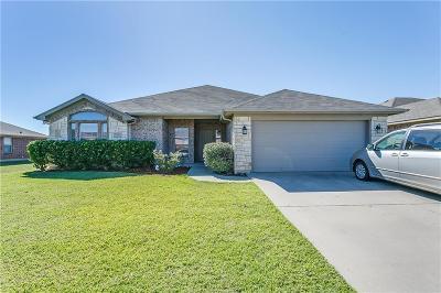 Joshua Single Family Home For Sale: 728 W Sheila Circle