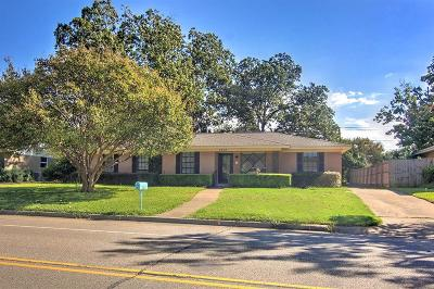Farmers Branch Single Family Home For Sale: 3212 Golfing Green Drive
