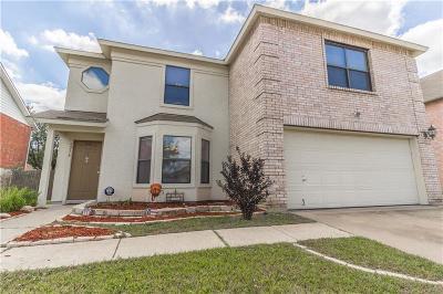 Haltom City Single Family Home For Sale: 5216 Dillon Circle