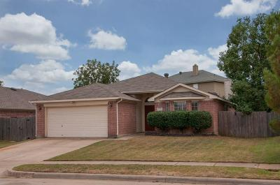 Kennedale Single Family Home For Sale: 1130 Greenview Lane