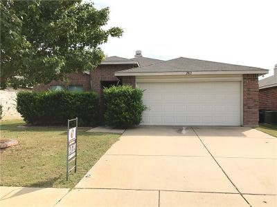 Fort Worth Single Family Home For Sale: 2012 Navada Way