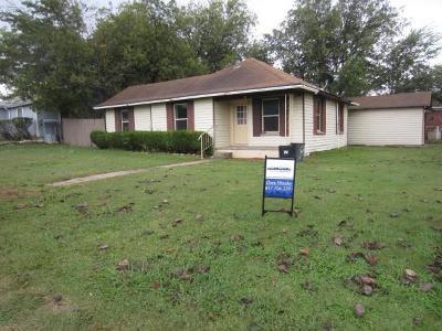 Rhome Single Family Home For Sale: 200 E 3rd Street