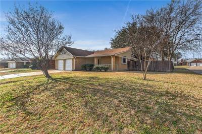 Arlington Single Family Home For Sale: 400 Lantana Drive