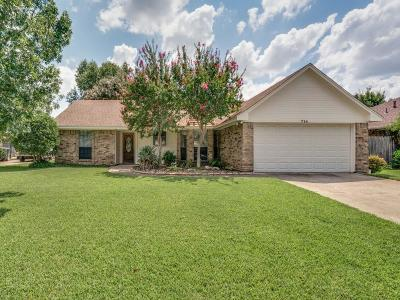 Grapevine Single Family Home Active Option Contract: 714 Lakewood Lane
