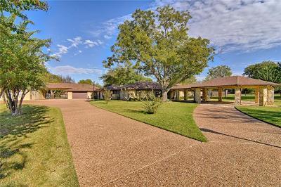 Tarrant County Single Family Home For Sale: 220 N Creekwood Drive