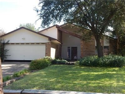 Benbrook Single Family Home For Sale: 1005 Willow Way