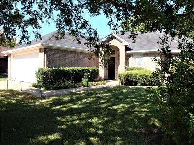 Cleburne Single Family Home For Sale: 414 Preston Drive