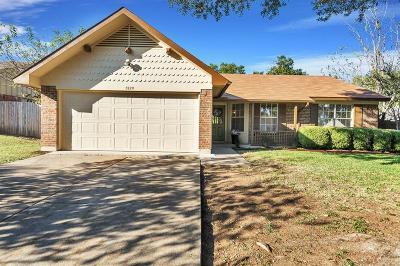 Haltom City Single Family Home For Sale: 5929 Chisholm Trail