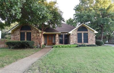 Hurst Single Family Home For Sale: 605 Ludo Circle