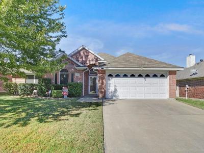 Fort Worth Single Family Home For Sale: 3925 Berrybush Lane