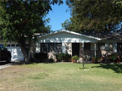 Tarrant County Single Family Home For Sale: 105 Vernon Castle Avenue