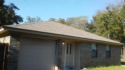 Cleburne Single Family Home For Sale: 402 Ada Street