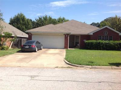 Arlington TX Single Family Home For Sale: $180,000