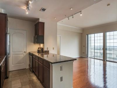 Dallas Condo For Sale: 3225 Turtle Creek Boulevard #2207