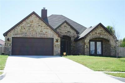 Kennedale Single Family Home For Sale: 400 Lone Oak Court