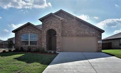 Cleburne Single Family Home For Sale: 1725 Cross Creek Lane