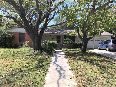 Tarrant County Single Family Home For Sale: 3121 Meadow Oaks Drive