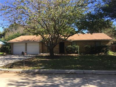 Mansfield Single Family Home For Sale: 413 Live Oak Drive