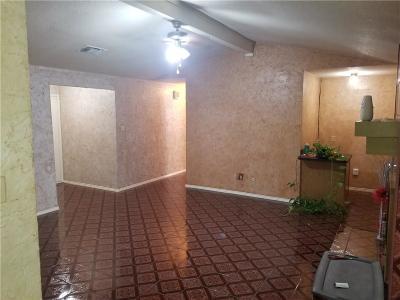 Arlington Single Family Home For Sale: 711 E Williamsburg Manor