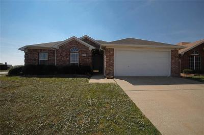 Arlington Single Family Home For Sale: 6914 Meadow Bend Drive