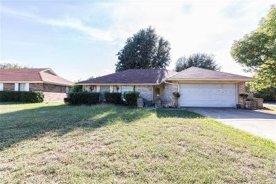Grand Prairie Single Family Home For Sale: 2475 Channing Drive