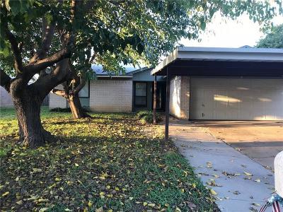 Saginaw Single Family Home For Sale: 512 Fox Drive
