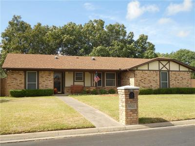 North Richland Hills Single Family Home For Sale: 5521 Meadow Oak Street