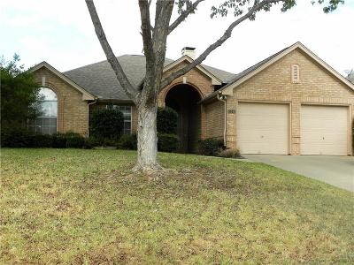 Grapevine Single Family Home Active Contingent: 3241 Meredith Lane