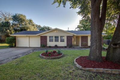 Benbrook Single Family Home For Sale: 3817 Palomino Drive