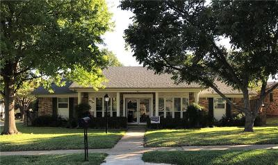 Hurst Single Family Home For Sale: 401 Cannon Drive