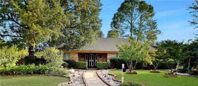 Hurst Single Family Home For Sale: 401 Cavender Court