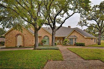 Mansfield Single Family Home For Sale: 1115 Country Club Court