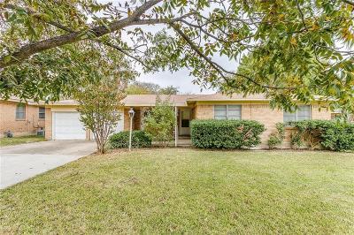Haltom City Single Family Home For Sale: 5425 Stephanie Drive