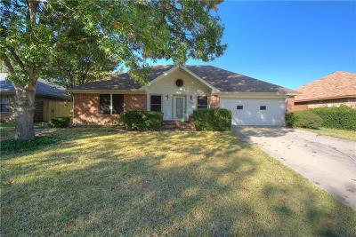 Denton Single Family Home For Sale: 1421 Misty Hollow Street