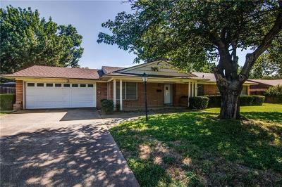 Richland Hills Single Family Home For Sale: 7509 Evelyn Drive