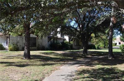 Lewisville Townhouse Active Option Contract: 721 Diane Circle