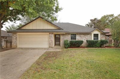 Bedford Single Family Home For Sale: 2104 Homecraft Drive