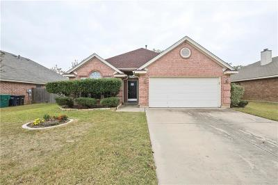 Fort Worth Single Family Home For Sale: 8704 Saranac Trail