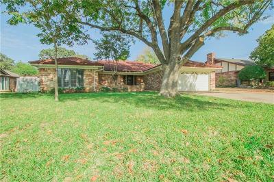 Bedford, Euless, Hurst Single Family Home For Sale: 524 Baker Drive