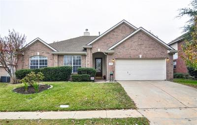 Mckinney Single Family Home For Sale: 216 Lake Village Drive