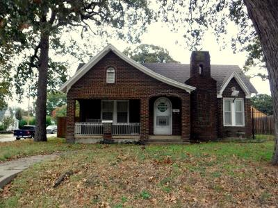Fort Worth Single Family Home Active Option Contract: 1601 N Riverside Drive
