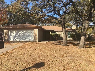 Azle Single Family Home For Sale: 841 Timberoaks Drive