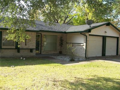 Grand Prairie Single Family Home For Sale: 437 Forrest Hill Lane