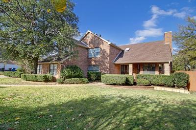Single Family Home For Sale: 1418 Hidden Oaks Circle